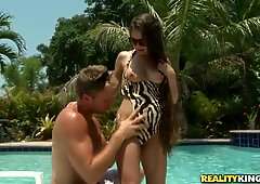 Cunning chick Jennifer Lynn relaxes over the swimming pool