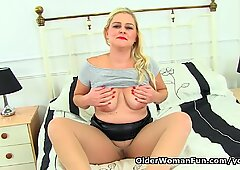 UK mum Lily Milf loves sharing her nyloned cunny with us