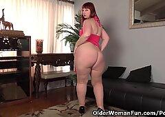 USA milf Scarlett lets you love her phat saddle bag hips