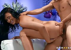 MILF Reagan Foxx loves getting her pussy pounded