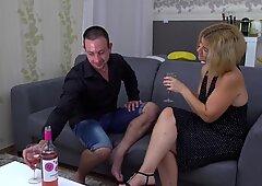 Amateur mature mom screws her man