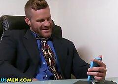 Muscly stud eats asshole