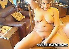 Granny Daphne is an amateur webcam slut