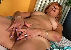Redheaded granny Susan nails her hairy vagina with a faux-cock