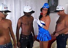 SCAMBISTI MATURI - Italian swinger in interracial DP orgy