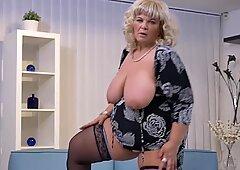BIG mature mom need a good fuck now