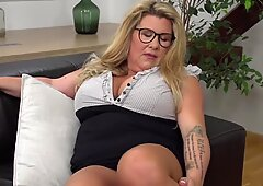 TOP mature mommy Kim Van Dyke with incredible assets