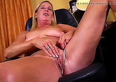 52YO mom Liz Summers oiling and bating her vagina