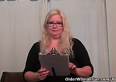 American BBW milf Jacks loves dildoing at the office