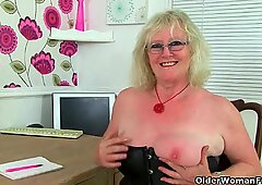 UK gilf Claire Knight squirts her pussy juice on the desk